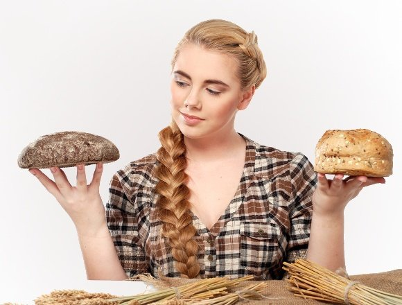 woman-choosing-between-rye-and-wheat-bread