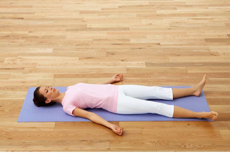 حرکت ساواسانا یا جسد یک تمرین ورزش برای کاهش درد پریود