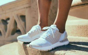 کفش مخصوص پیاده روی برای زانو درد