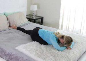 حرکت کششی صبحگاهی روی تخت