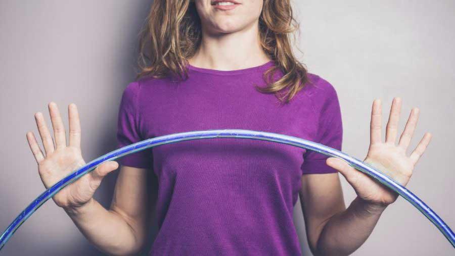 انواع حلقه هولاهوپ برای لاغری تجربه لاغری و چربی سوزی شکم و پهلو با حلقه زدن
